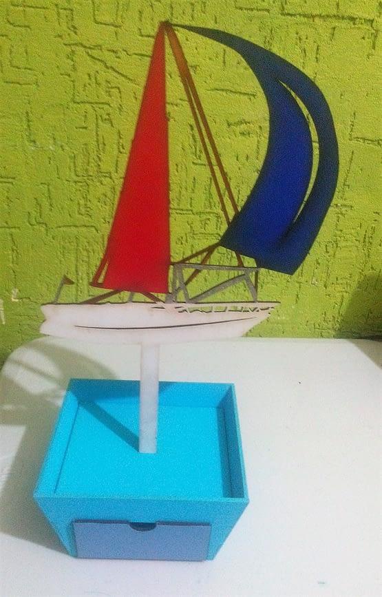 Centros de mesa con dulcero Barco